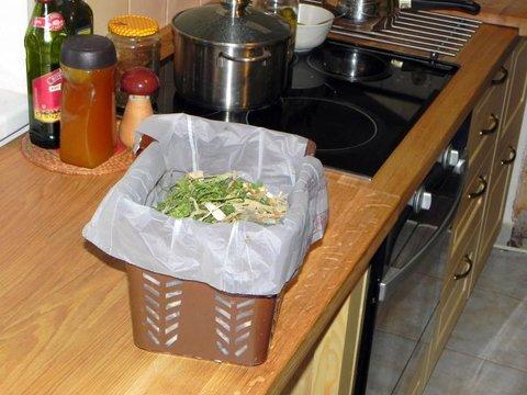 Špeciálna nádobka nám pomôže v zime pri zbere kuchynského odpadu